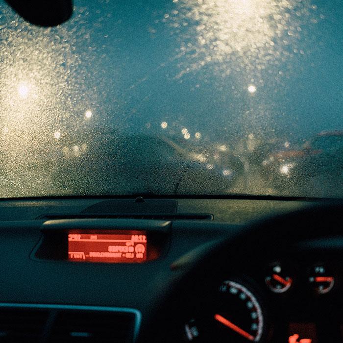 Waspadai Hal Berikut Ini Ketika Anda Berkendara di Tengah Hujan Deras