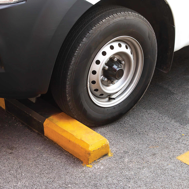 Mobil Lama Diparkir, Ternyata Memakai Ganjalan Lebih Baik Ketimbang Rem Tangan