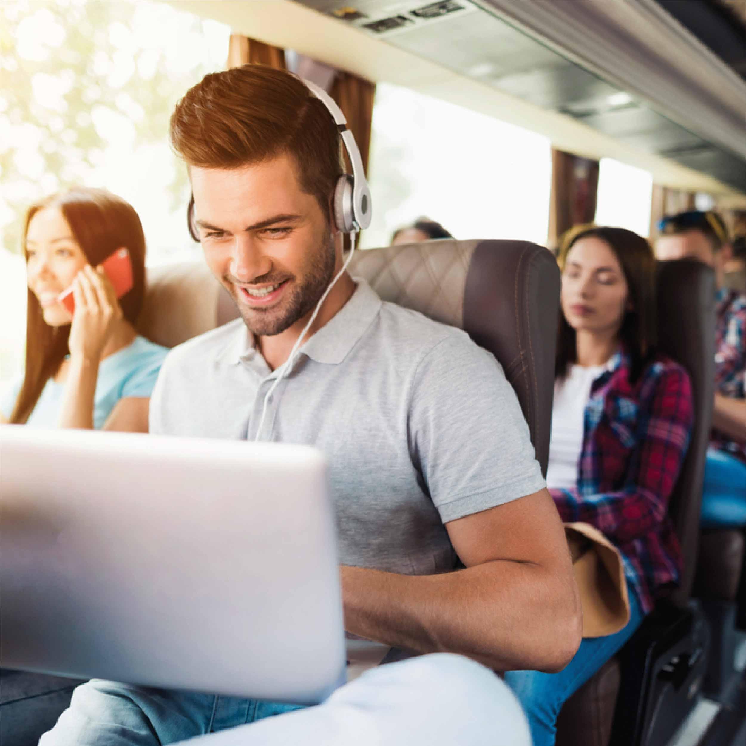 Nyaman Tempuh Perjalanan Jauh dengan Luxury Bus